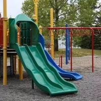 太可怕了!玩滑梯只因家长这个动作致孩子骨折,你肯定也会这么做!