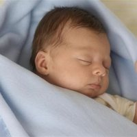 睡扁头会影响孩子智力、变丑?抓住黄金期,调整来得及!