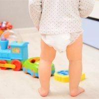 天热后,尿布和纸尿裤哪个让小宝宝更舒服?真相是……