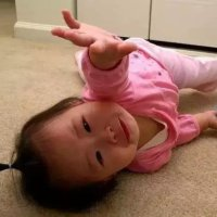 """宝宝喜欢""""倒地躺""""?你的行为""""功不可没""""!"""