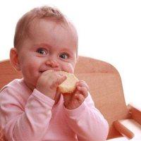 宝宝吃饭用手抓不文明?人家正在练习抓握能力呢!