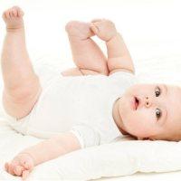 如何引导宝宝翻身?全靠这个动作!