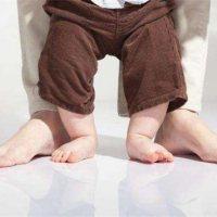 宝宝这个阶段学站立,后果很严重!