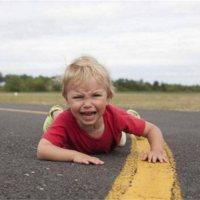 宝宝摔倒后扶不扶?你的4种反应决定了孩子未来的性格!