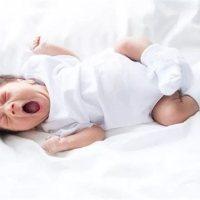 错误抱姿会影响宝宝生长发育!手把手教您正确的抱娃姿势!