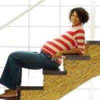 孕晚期爬楼梯真的有助于顺产吗?真相是……