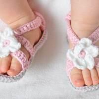 什么时候给宝宝穿鞋最合适?有一个标准必须知道!