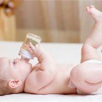 宝宝便秘就要多喝水?最管用的还是这2招!
