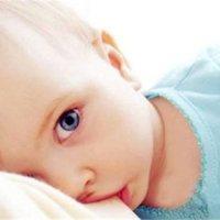 担心宝宝没吃饱或吃得太撑?6个小方法帮你快速确定!