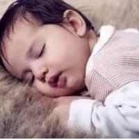 """3个月宝宝睡觉总""""一惊一乍"""",婆婆请来神婆,结果竟是因为它!"""