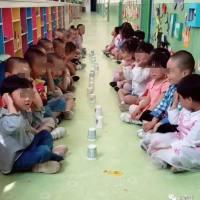孩子刚上幼儿园,不会说普通话,老师很无奈地说完,爸爸笑喷了