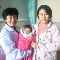 『分娩奇迹不断出现』瘢痕子宫孕妈在瑞博顺产7斤5两女儿!