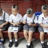 四胞胎儿子去上学,老师分不清,宝妈的一个做法让人点赞