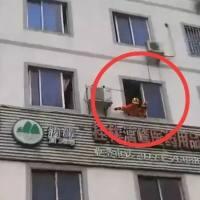 桂林突发小孩坠楼事件,妈妈哭瘫!到底还需要悲剧,才能引起重视?