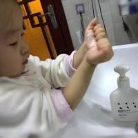 宝宝洗澡难?全能辣妈一人就能轻松搞定,多亏了这款神器