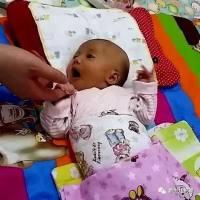一个动作让宝宝瞬间停止哭泣,如何让宝宝一秒入睡,太神奇了!