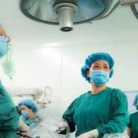 给产妇接生时,男医生故意折断婴儿手臂,知道原因后产妇热泪盈眶