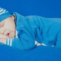新生儿除了吃好饭也要睡好觉 睡觉是否要枕枕头