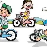 痛心|兴国汽车城路段一小学生过马路时被撞飞!这些交通安全知识家长一定要告诉孩子!
