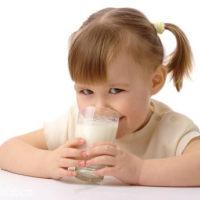 孩子多大可以喝牛奶?带过两个孩子的宝妈来分享经验了!