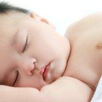 宝宝睡不好,个子长不高?