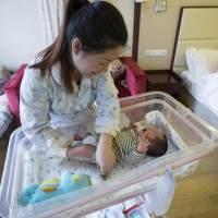 宝宝出现这4种迹象,可能是发育迟缓的信号,宝妈一定要重视