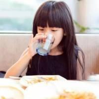 秋冬干燥,怎么让孩子主动多喝水?