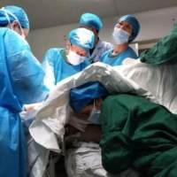 深夜产房:胎儿脚都露出了,拽出来是顺产,拽不出来就是死产