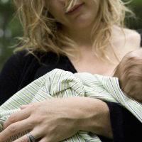宝宝吃奶时力气会有多大?这种感觉只有经历过的人才知道,很扎心