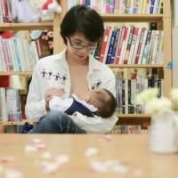 上班族妈妈如何坚持给宝宝喂养母乳?看看其他妈妈是如何做的!