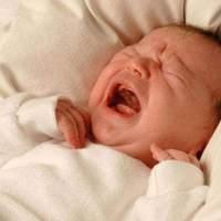 宝宝一到晚上就爱闹腾,抱摇哄,不如试试排除法哄娃!