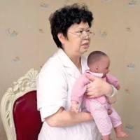 别再这样抱宝宝了,当心TA以后驼背、罗圈腿、高低肩…后患无穷