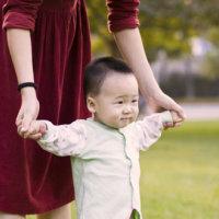 2岁的宝宝经常发脾气 喜欢扔东西打人是为什么?