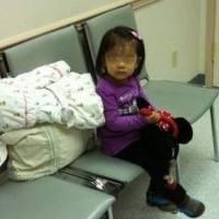 40岁孕妇剖腹产,产房外却只有4岁女儿,她张开手掌,护士泪崩
