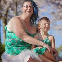 媽媽發現兒子超愛穿裙子,於是她做了這樣的決定……