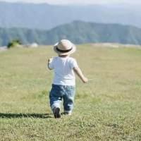 这些错误会伤害宝宝脊柱发育,孩子身高全毁了,你犯过吗?