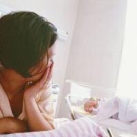 孕妇晕倒,丈夫却置危难中的妻子于不顾