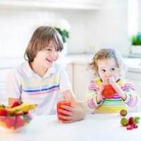 宝宝辅食喂养:宝宝何时可以喝果汁?