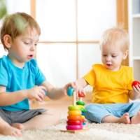 孩子五月大,如何玩玩具