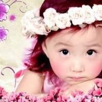 看颜值不分年龄  宝宝也喜欢看漂亮的人