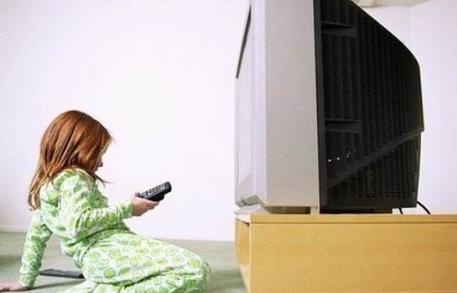 宝宝爱看电视怎么办