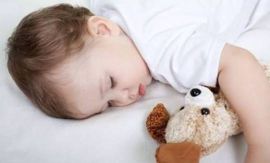 宝宝睡觉摇头