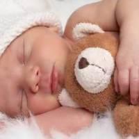 新生儿脸上有小红点