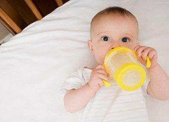 新生儿奶粉喂养
