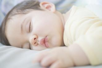 新生儿睡平头