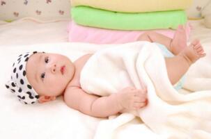 婴儿脸部护理
