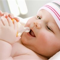 天天躺著喝奶的寶寶,要警惕這幾種病了!