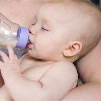 寶寶喝奶為什么總要留一口?好玩還是有蹊蹺?!