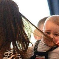 宝宝为啥喜欢揪妈妈头发?看过这些原因后,舍不得发脾气!