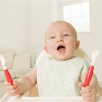 想让宝宝尽早自己吃饭,这种食物要多吃!